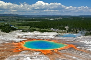 Grand-Prismatic-Spring-Background